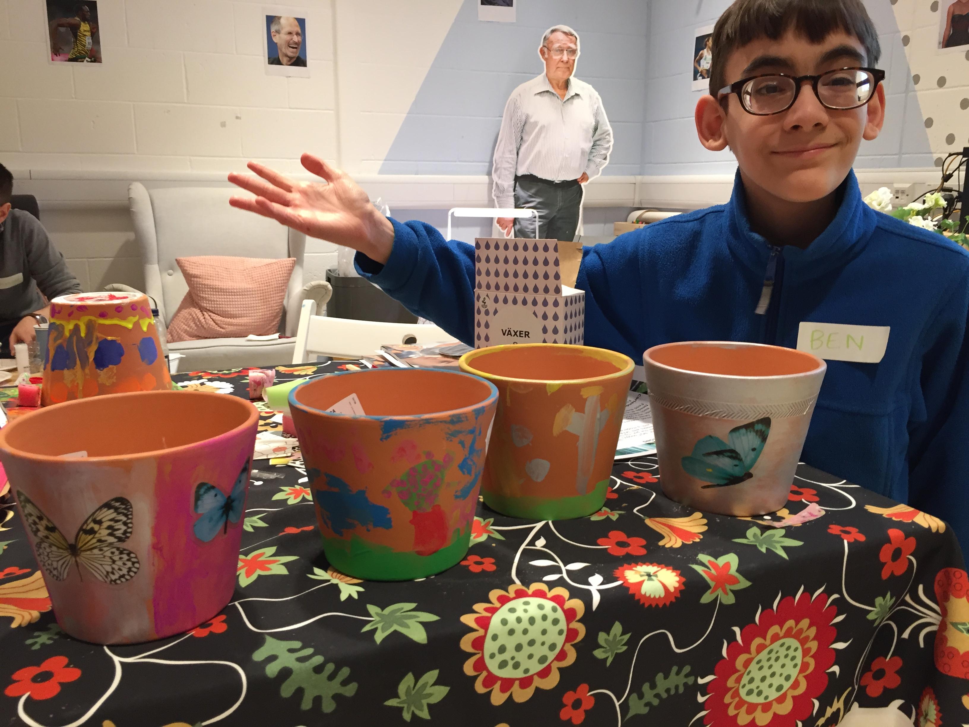 Decorating pots at our LAGOM workshop.